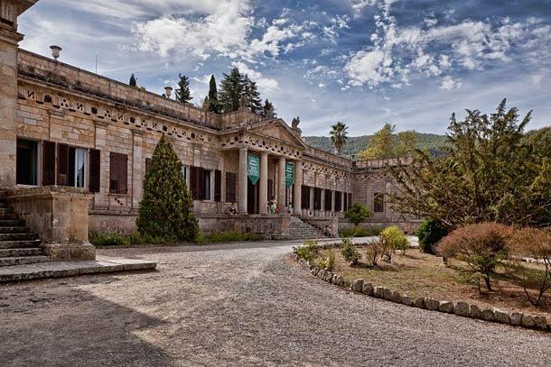 В вилле Сан Мартино расположен музей посвященный Напалеону