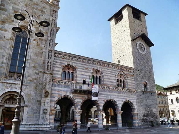 Дворец Бролетто в городе Комо(Италия)
