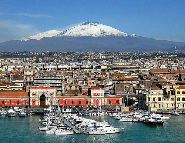 Город под вулканом Этна, Катания