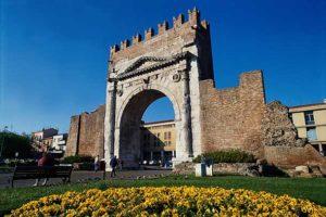 Арка в честь императора Августина (Римини)