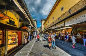 Торговые лавки на мосту во Флоренции