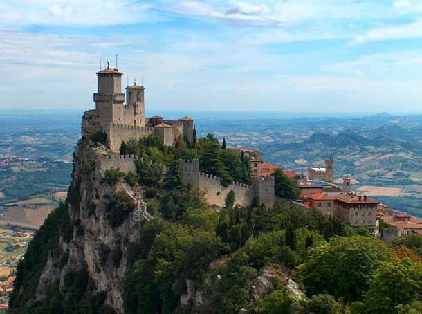 Республика Сан-Марино рядом с Римини
