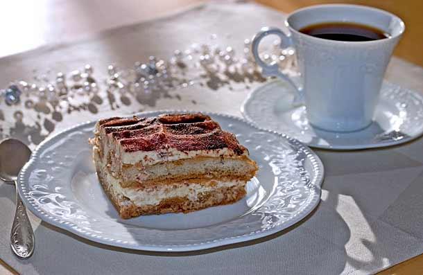 Десерт тирамису с кофе в Италии