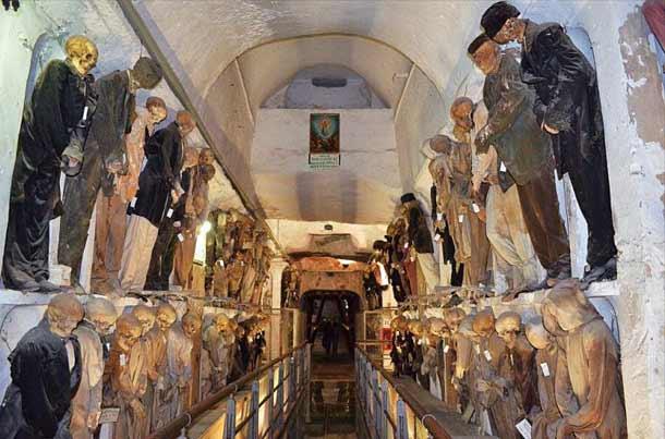 Катакомбы капуцинов в городе Палермо