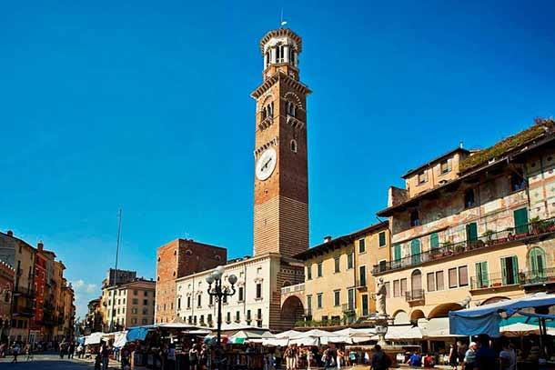 Башня Ламберти на городской площади