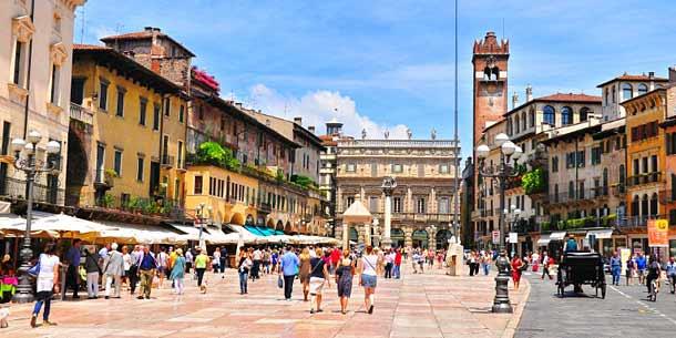 Городская площадь в Вероне - Пьяцца делле Эрбе