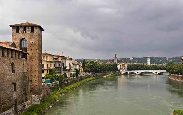 Река Адидже в Вероне (Италия)