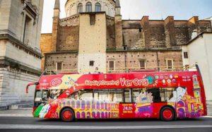 Двухэтажный автобус hop-on hop-off