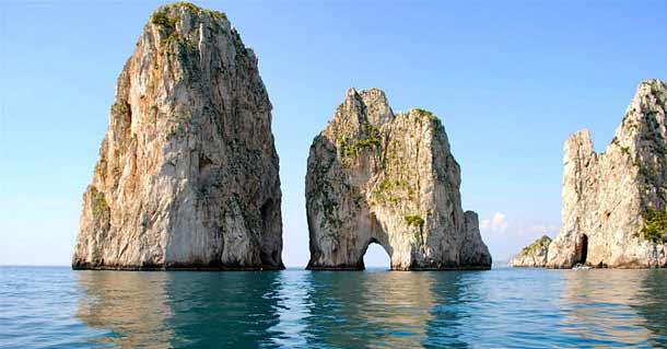 Скалы Фаральони на Капри (Италия)