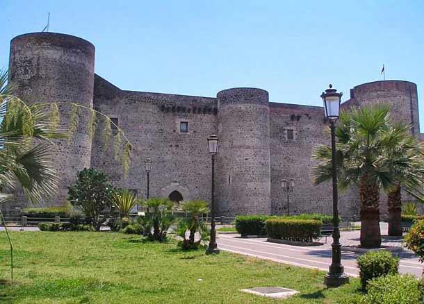 Замок Кастелло-Урсино (Сицилия)