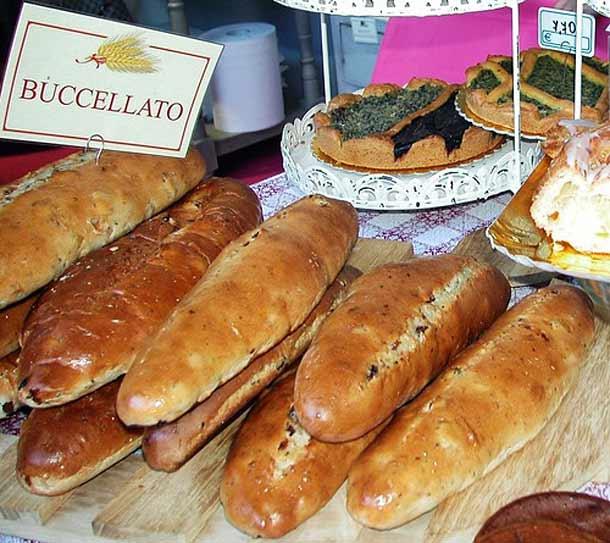 Сладкий хлеб бучелатто в Лукке