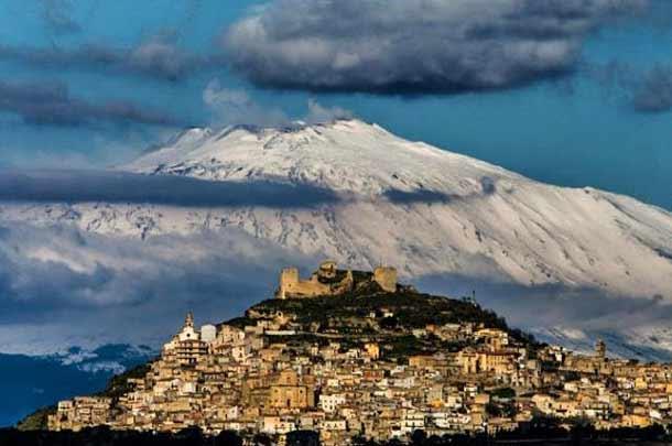 Вулкан Этна в Катании (Италия)