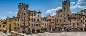 Площадь Пьяцца Гранде в Ареццо (Италия)