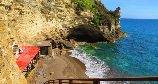 Популярный пляж в Сант-Анджело - Кава Градо