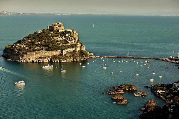 Древний Арагонский замок на острове Искья