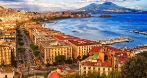 Город Неаполь в Италии