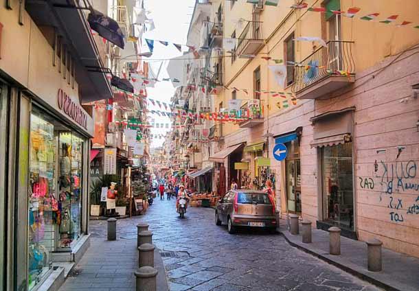 Колоритные улочки Неаполя