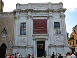 Галерее Академии изящных искусств во Флоренции