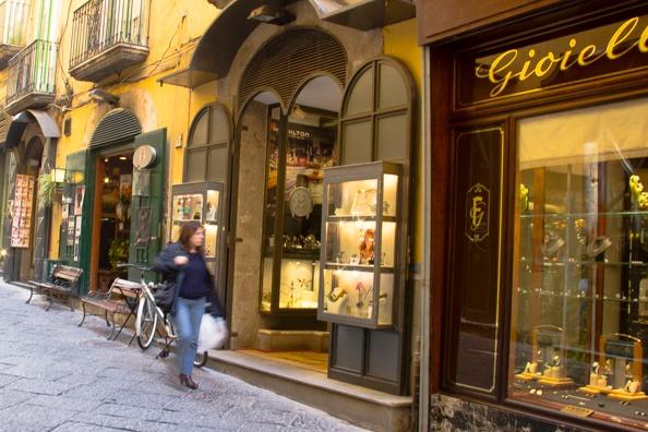 Торговая улица via dei Mercanti в Салерно