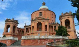 Храм Мадонна-ди-Сан-Люка за городом Болонья