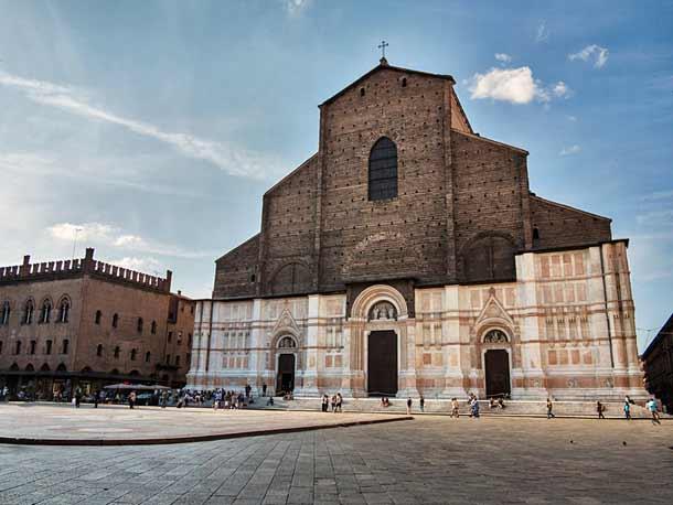 Базилика Сан-Петронио в Болонье