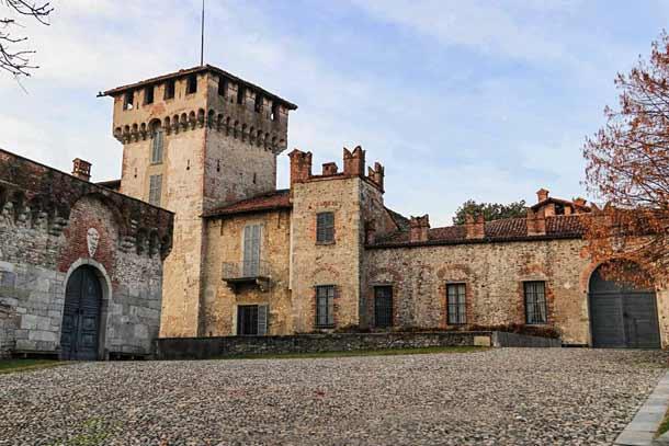 Кастелло Висконти-ди-Сан-Вито (Варезе)