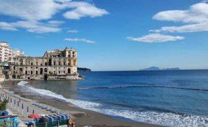 Общественный пляж Позиллипо в Неаполе