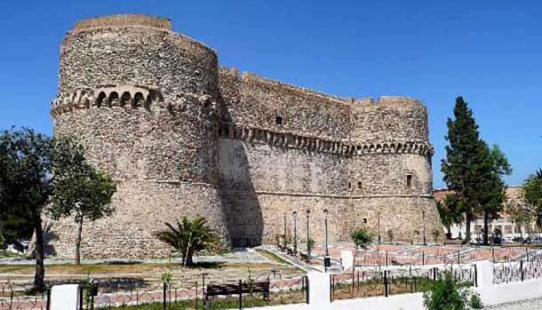 Арагонский замок в Калабрии