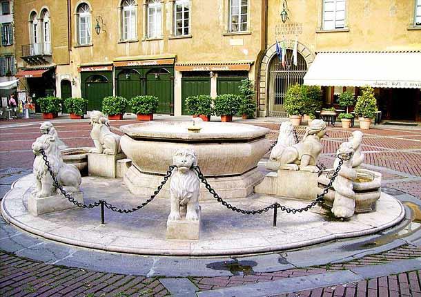 Фонтан Контарини на площади Пьяцца Веккьо