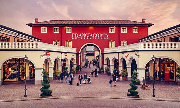 Franciacorta Outlet Village не далеко от Вероны