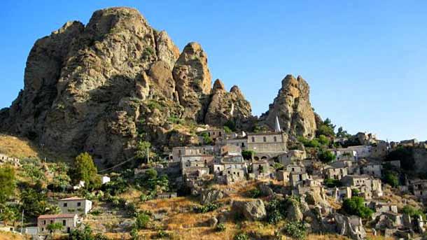 Город-призрак - Пентедатилло в Калабрии