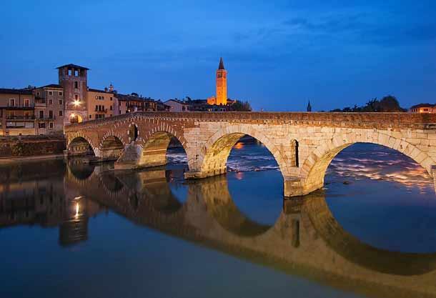 Старый мост в Вероне Понте Пьетра