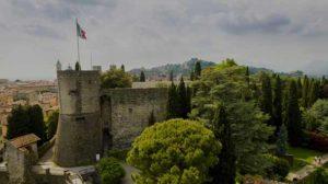 Замок-форт Рокка на скале в Бергамо