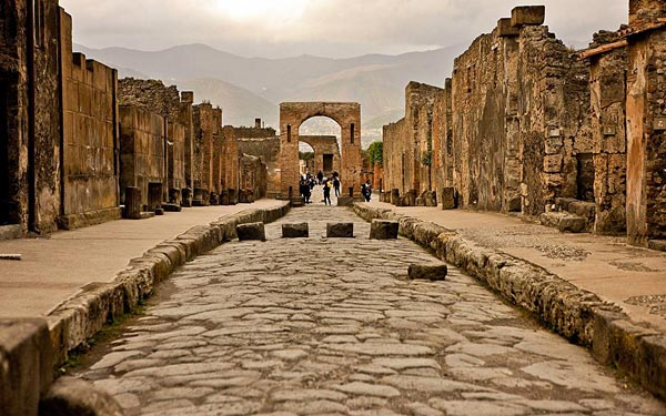 Сохранившиеся городские ворота в Помпеях