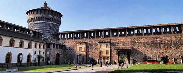 Замок в Милане Кастелло Сфорцеско (Италия)