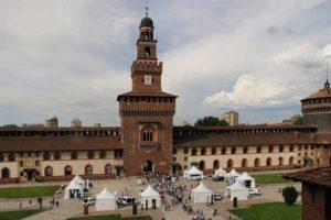 Старинный замок Сфорца в Милане (Италия)