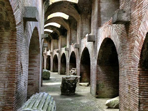 В какое время был построен Колизей
