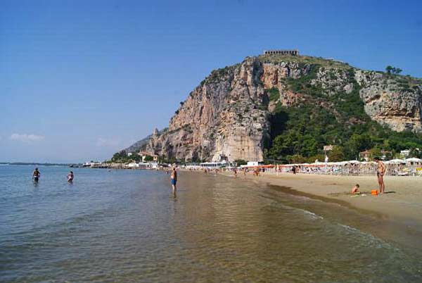 Пляж в городе Террачина (Италия)