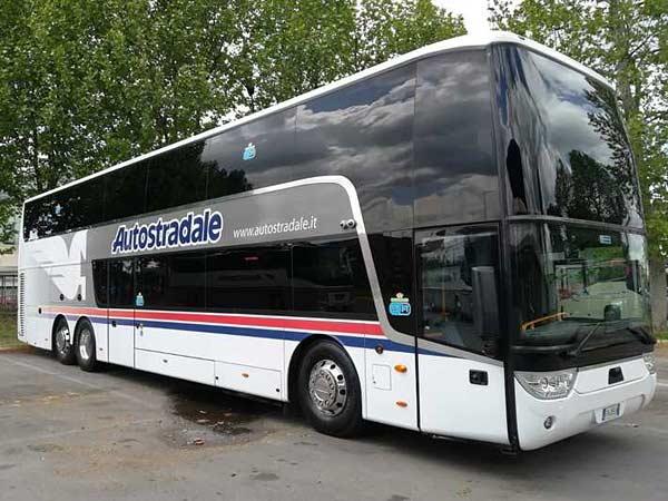 Автобусы Autostradale в аэропорту Пизы