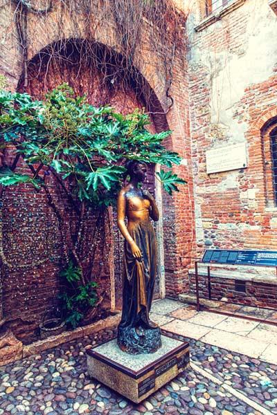 Статуя Джульетты