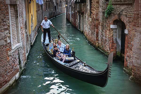 Гондола венецианская
