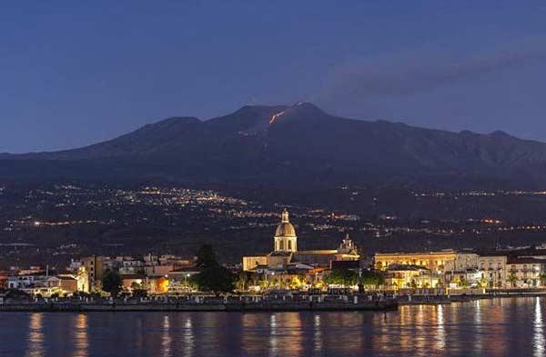Вулкан Этна на юге Италии