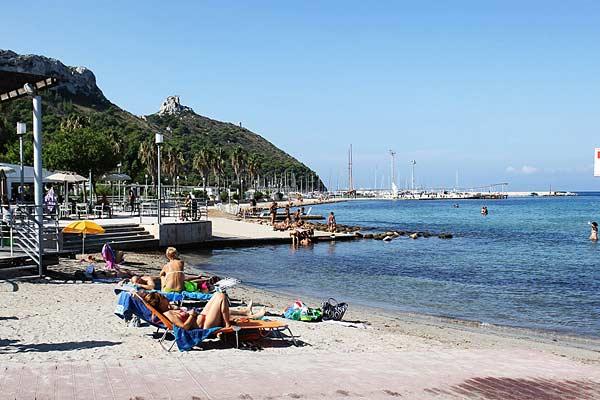 Пляж Poetto в Кальяри (Италия)