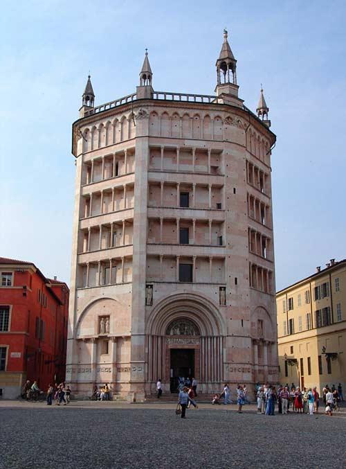Баптистерий постройки 13 века