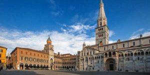 Большая площадь Пьяцца Гранде в Модене