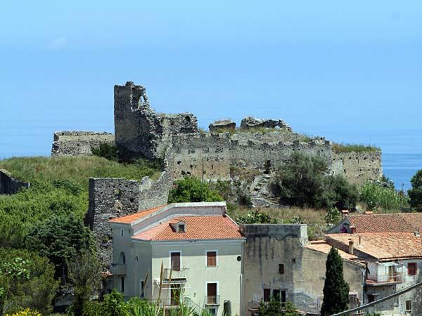 Дворец норманнов в Скалеи