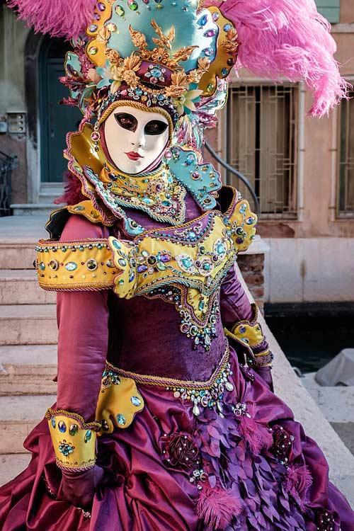 Вольто карнавальная маска