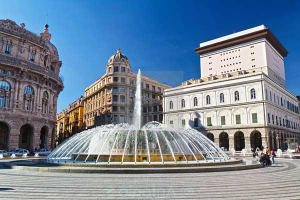 Площадь Феррари с фонтаном