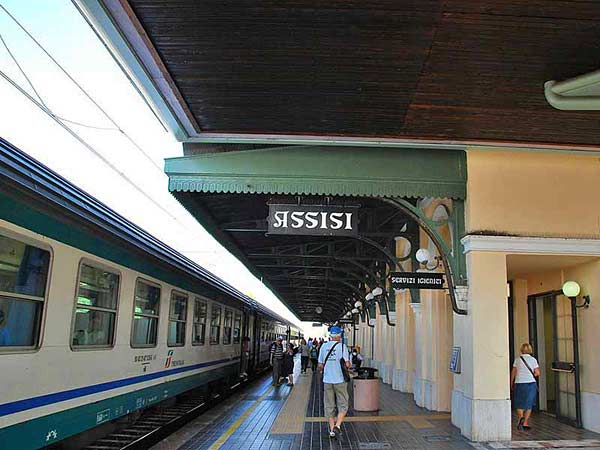 Железнодорожный вокзал в Ассизи