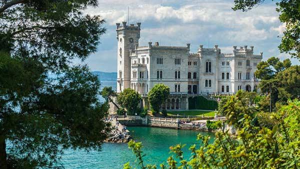 Замок Мирамаре в Триесте